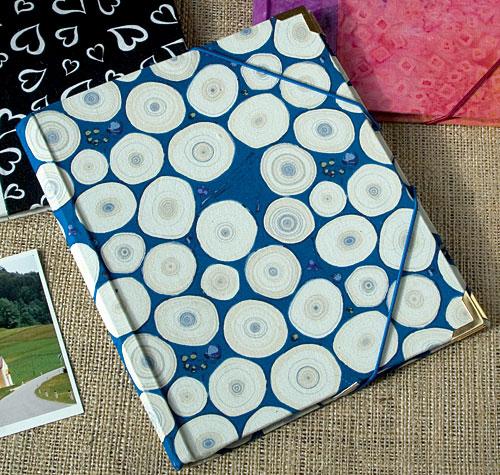 Hacer una carpeta y forrarla con una tela bonita